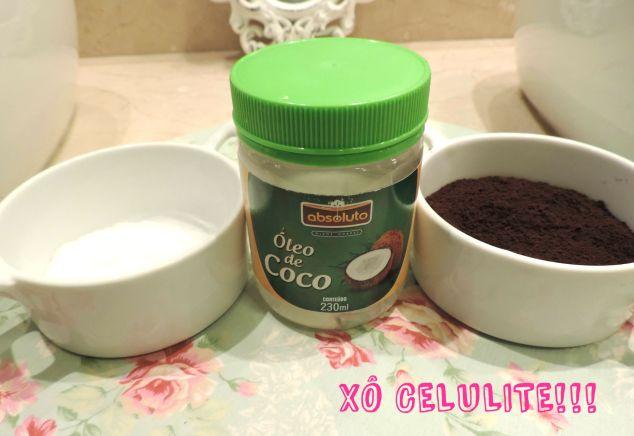Os ingredientes que vão na receita anti-celulites: sal, óleo de coco e pó de café.