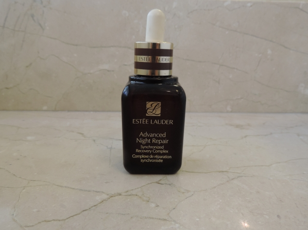 O frasco de Estee Lauder Advanced Night Repair