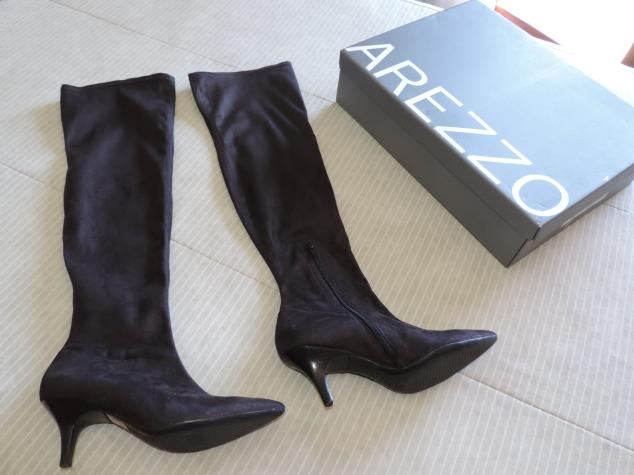 As botas over the knee que comprei na Arezzo! Como são de camurça, costumo passar um impermeabilizante em spray da Santa Lolla para proteger da umidade!