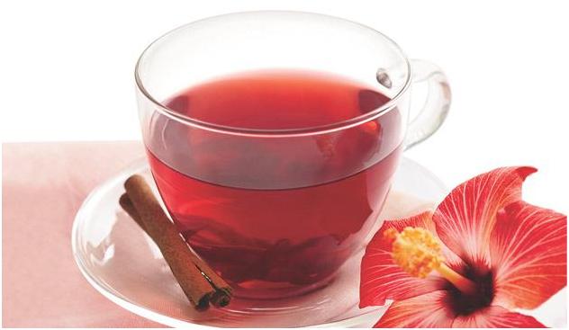 Além do chá de hibisco ser gostoso, possui inúmeros benefícios para saúde!