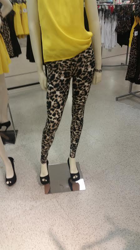 Calça legging com animal print, já viram que sou aficionada pela estampa, rs... mas ela com uma camisa preta, jaqueta jeans e sapatilha fica show! Preço: R$ 69,90
