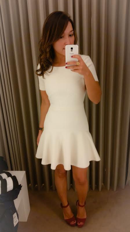 Amei muito esse vestido branco, é do tipo que deixa tudo no lugar e o tamanho da saia me deixou confortável!