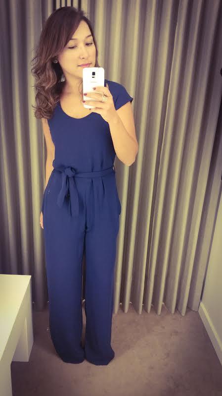 Esse foi o look que usei hoje, sou apaixonada por macacão, tenho um monte, acho prático, se souber usar direito valoriza o corpo e o sapato que vocês viram eu usando com os vestidos é da Schutz.