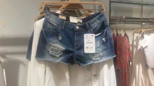 shorts jeans destroyed LINDO!!!! R$ 139,00.