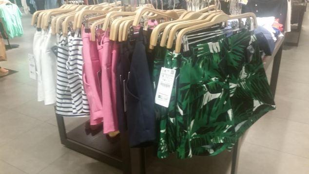 Shortinhos lindos coloridos e estampados, bom pro verão! Preço: R$ 119,00.