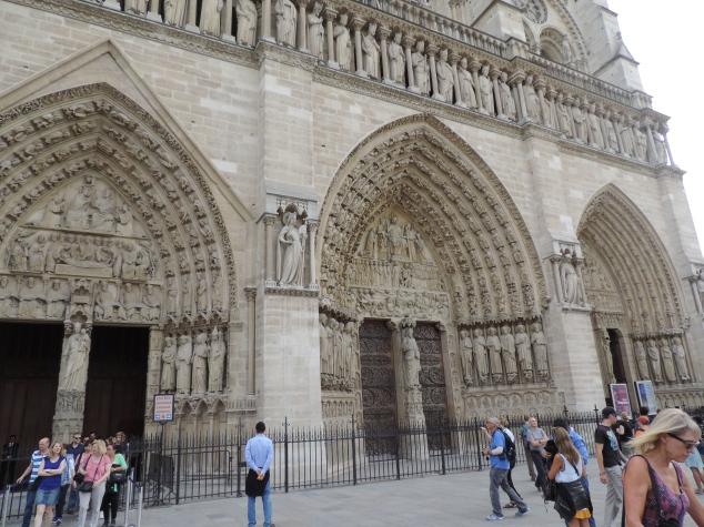 A tão famosa Catedral de Notre Dame. è bom ver que dias tem a apresentação do gigantesco orgão da Igreja.
