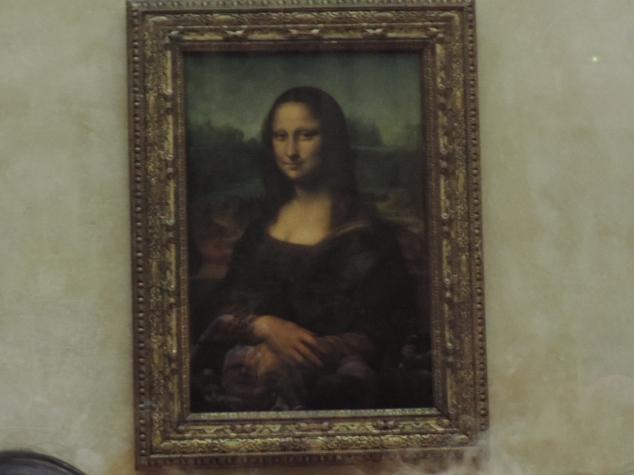 O quadro de  Monalisa fica no museu do Louvre, ou seja, é um passeio que você tem que ir! O mais interessante é ler um pouco sobre a história dos principais monumentos ou quadros que estão expostos, você fica ainda mais encantando por estar tendo o privilégio de conhecer tandas obras famosas.